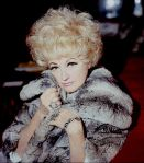 525px-Phyllis_Diller_in_fur_Allan_Warren